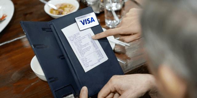 Quels sont les types de dépenses qui peuvent être comptabilisés dans les frais ?