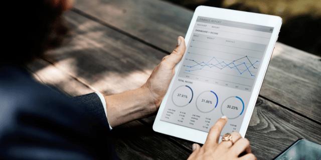 Comment l'intelligence artificielle et le machine learning améliorent la gestion des notes de frais ?