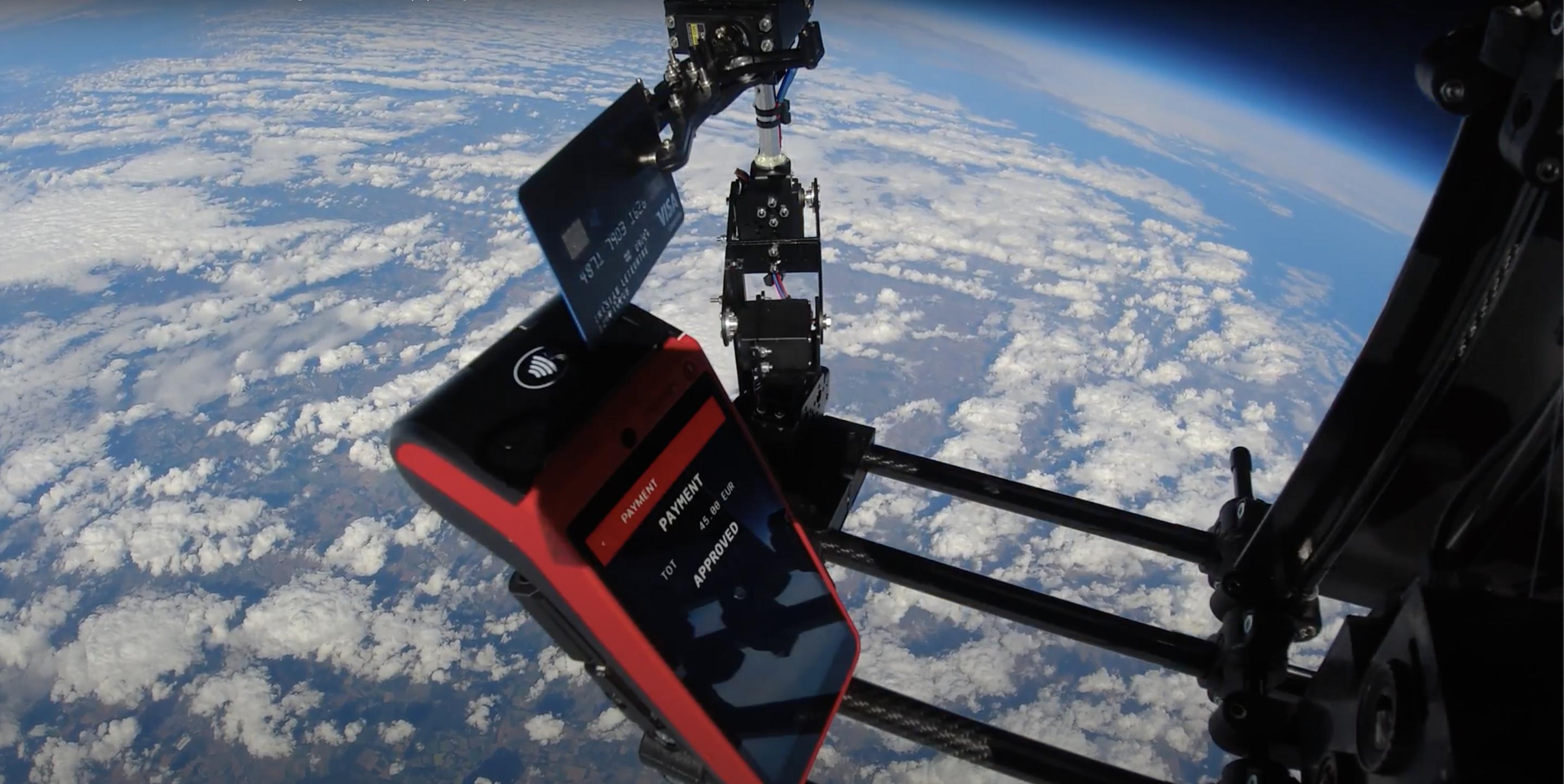 Mooncard réussi le premier paiement corporate de l'Histoire dans la stratosphère