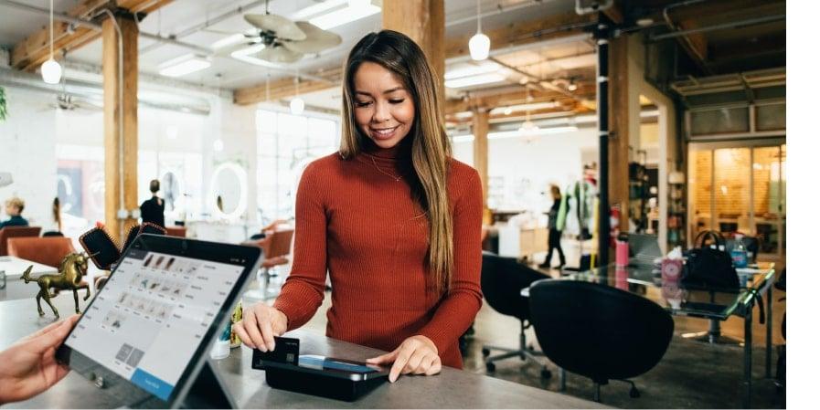 La carte bancaire d'entreprise : 6 avantages pour augmenter la productivité de vos équipes.