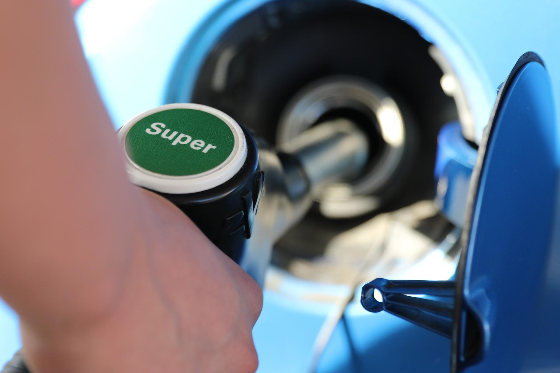 Quelle carte carburant choisir ? Notre comparatif